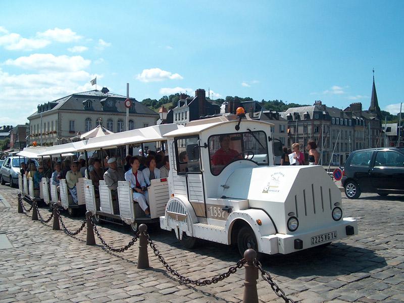 Petit train touristique de Honfleur - crédits : OT Honfleur